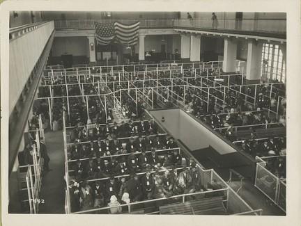 1911 immigrati aspettano