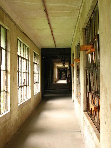 Lunghi corridoi dove si aspettava il proprio destino