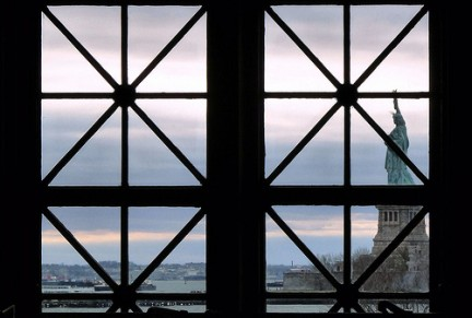 New York e il suo simbolo visti da Ellis Island
