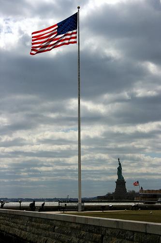 Statue of Liberty e bandiera - Il sogno americano di chi emigrava