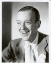 Un'immagine sorridente di Fred Astaire
