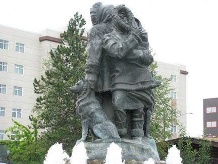 First Family Statue, vicino a Visitor Center, Fairbanks, Alaska