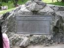 Central Park New York Targa sotto al monumento che ricorda la storia eroica del 1925