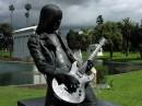 Monumento a Johnny Ramone chitarrista statunitense
