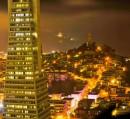 Panorama notturno di San Francisco con la Transamerica Pyramid