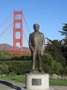 Joseph Baermann Strauss e sullo sfondo il ponte