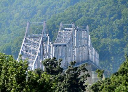 Ponte sul fiume Ohio