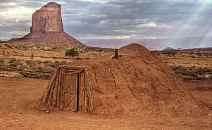 Casa degli Indiani Navajo costruita con terra-fango e rami