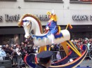 Macy's Thanksgiving Day Parade Saluti dal cavallo a dondolo