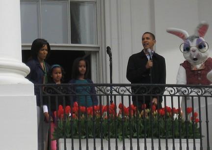 Il Presidente Obama con il coniglietto di Pasqua Easter Bunny