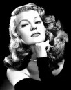 Una seducente immagine di Rita Hayworth