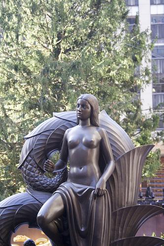 Statua nei giardini del Rockefeller Center