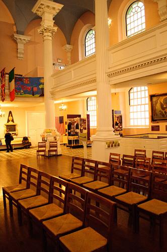 La luce illumina la chiesa
