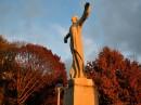 Luci del tramonto sulla Statua Women's Titanic Memorial