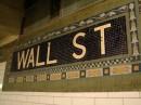La fermata in Wall Street scritta con un mosaico